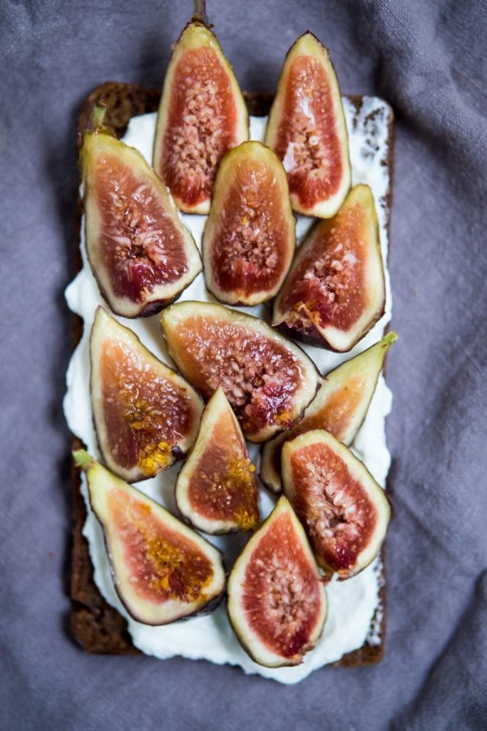 Recipe for fig toast with labneh, honey and salt